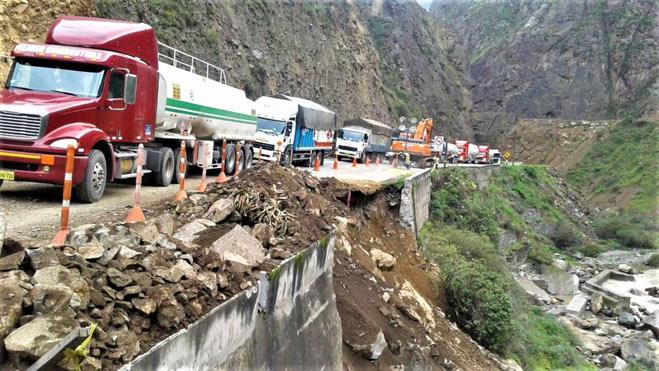 Carretera Central: vehículos quedan varados tras el cierre de vía